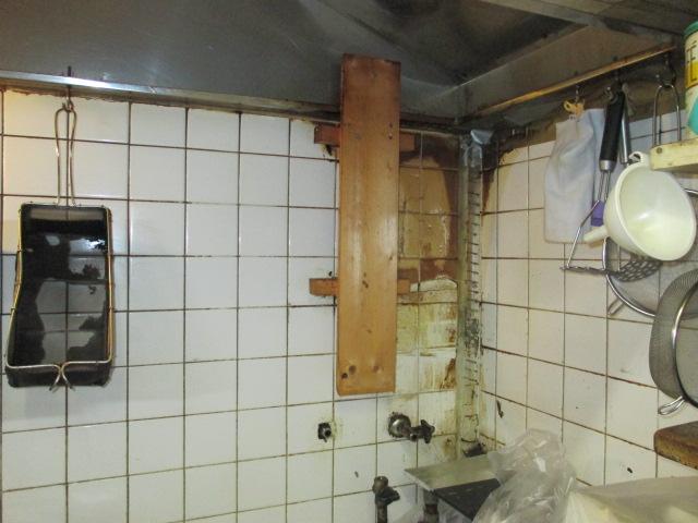 厨房湯沸かし器の交換工事 神戸市中央区 飲食店