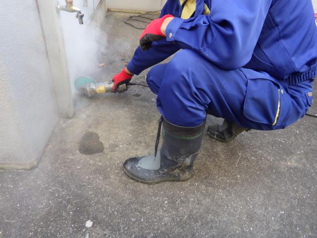 水道管修繕 ダイヤモンド切り 作業中