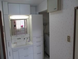 洗面台・収納棚・壁紙のリフォーム 神戸市