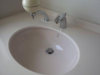 洗面所の自動水栓 電池交換工事 | トラブラン