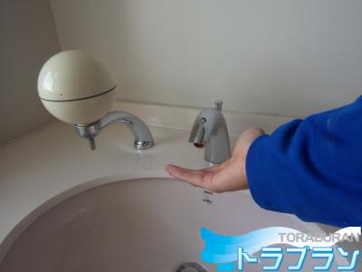 洗面所の自動水栓 電池交換工事   トラブラン