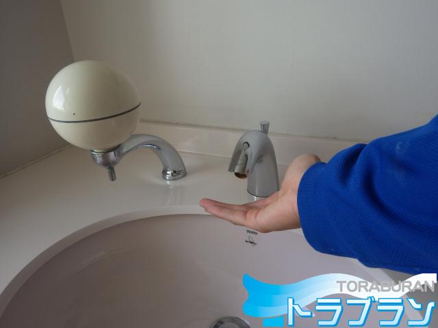 洗面台 自動水栓 電池 交換