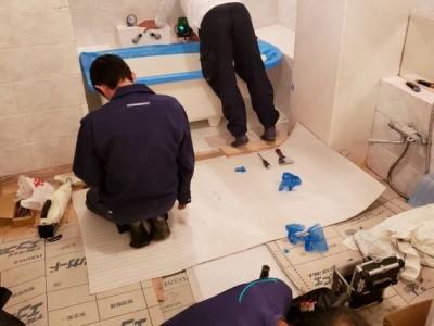 新浴槽 取替え工事 LIXIL 施工中 トラブラン