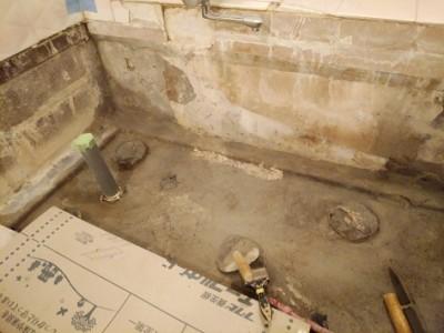 浴室 モルタル補修 タイル貼り 施工中 トラブラン