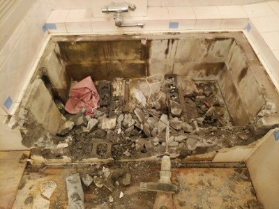 半埋め込み型浴槽 取り壊し 浴室リフォーム トラブラン 神戸市
