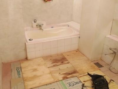 浴槽の交換 リフォーム 半埋め込み型浴槽 トラブラン 神戸市