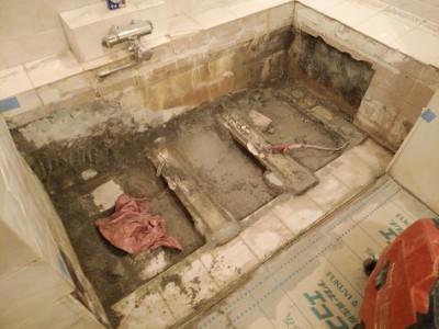 半埋め込み型浴槽 撤去 モルタル補修 取替え トラブラン