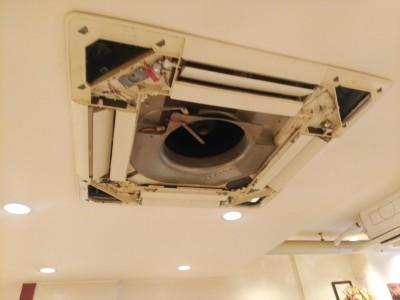 洗浄後 飲食店エアコン 天井埋込型 三菱 トラブラン