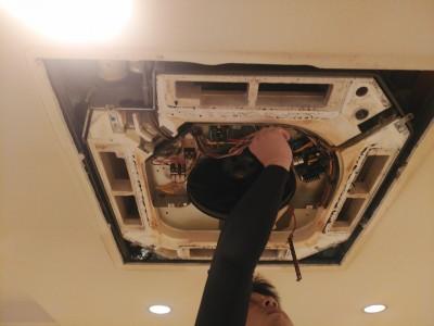 エアコンクリーニング 天井埋込型 店舗 業務用 清掃 取外し トラブラン