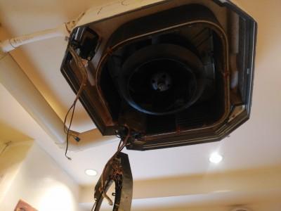 エアコン内部 プロペラ 洗浄前 神戸市店舗 トラブラン