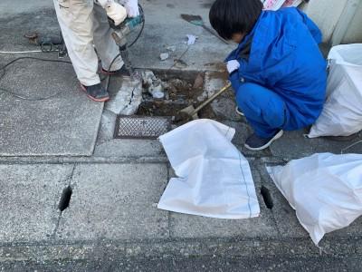 メーターBOX 交換工事 施工中 神戸市 トラブラン