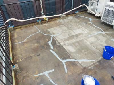 プライマー塗布  屋上補修 防水工事 作業中 トラブラン