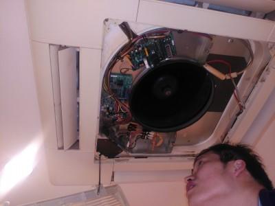 業務用 エアコン 点検作業 神戸市トラブラン