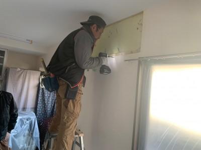 エアコン下地 補強板 施工中 神戸市 トラブラン