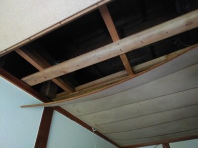 台風被害 台風10号 雨漏り 天井破損 修繕 トラブラン