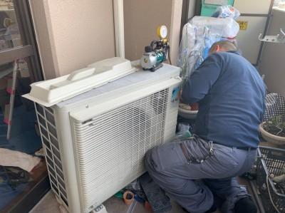 壁補強後  エアコン取付 室外機 取付け作業 トラブラン