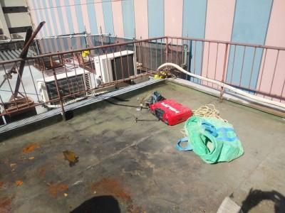 既存の防水シート 劣化 破れ ひび割れ 交換工事 トラブラン