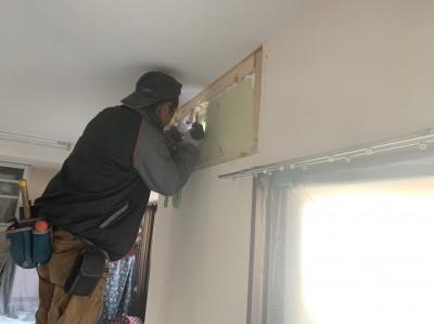 補強板の設置 エアコン 壁剥がれ 修繕 トラブラン