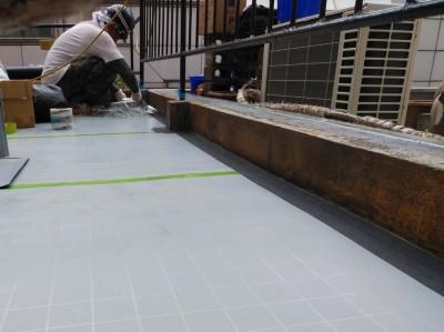 通気緩衝工法 ジョイントテープ 貼る 防水シート トラブラン