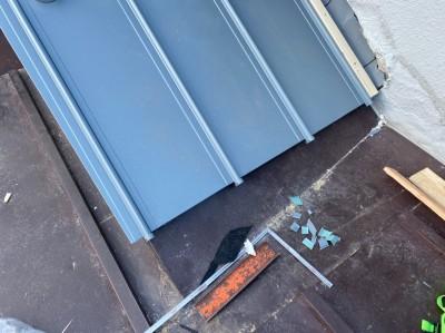 ガルバリウム 屋根 施工中 アップ リフォーム 神戸市 トラブラン