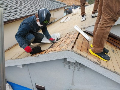 葺き替え  防水紙撤去 台風 神戸市 トラブラン