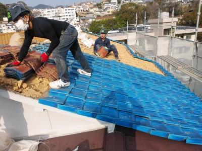 瓦の撤去 雨漏り 台風被害 屋根修繕 葺き替え工事 トラブラン