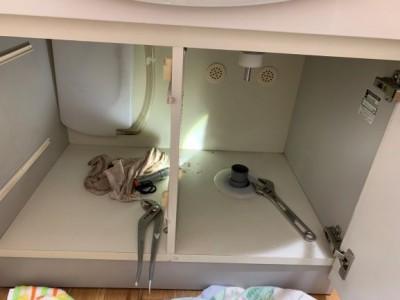 洗面化粧台の下 取り外し 撤去 神戸市 トラブラン
