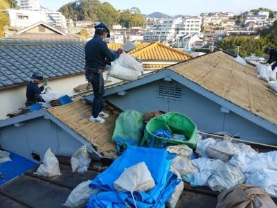 葺き土 袋 小分け 撤去 廃棄 屋根修繕 神戸市 トラブラン