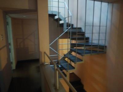 雨漏り 修繕 螺旋階段 神戸市 トラブラン