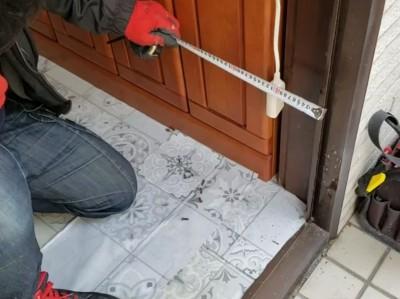 玄関ドア 交換工事 採寸 位置決め トラブラン 神戸市