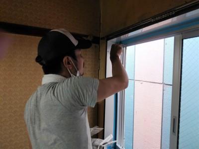 窓 コーキング作業 シーリング トラブラン 神戸