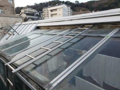 外壁補修 ガラス屋根 サンルーム 修繕前 強化ガラス トラブラン
