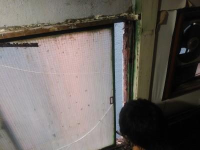 雨漏り 原因 錆び 窓 取替え 神戸市 トラブラン