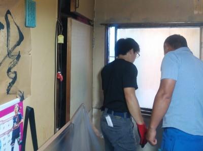 店舗 ビル 窓 交換工事 施工前 神戸市 トラブラン