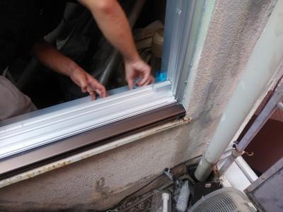 窓 サッシ 取付け作業 カバー工法 トラブラン 神戸市