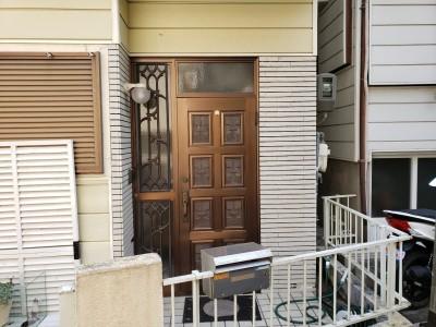 玄関扉ドア 交換前 リフォーム 神戸市 トラブラン