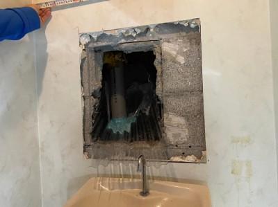 漏水 一次対応 トイレ配管 水受け設置 ホテル 神戸市 トラブラン