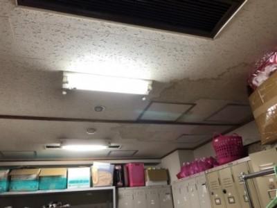 従業員控室 天井 漏水  染み 現場調査 神戸市 トラブラン