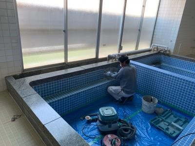 電動スクレパー タイル修繕 作業中 神戸市 トラブラン