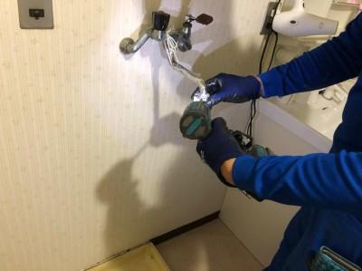 洗濯水栓 取外し作業 混合栓から単水栓へ 神戸市 トラブラン