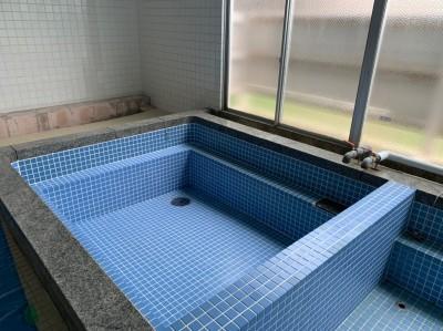 目地材 埋め タイル 張り直し 作業後 浴槽 寮 トラブラン