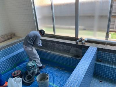 寮 浴室 タイル剥し 貼替施工 神戸市 トラブラン
