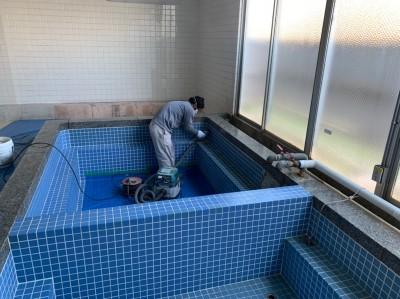 大学 浴槽タイル 補修 タイル剥し作業 神戸市 トラブラン