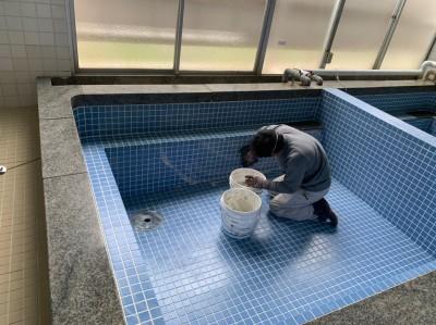寮浴室 タイル補修 目地埋め 神戸市 トラブラン