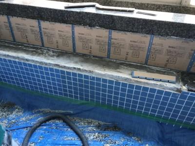 タイル 角紙張り 貼り作業 施工中 お風呂 寮 トラブラン