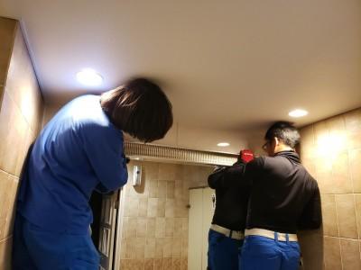 漏水補修 修繕工事 鏡設置 作業中 神戸市 ホテル