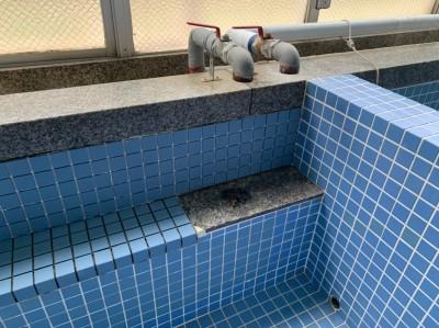 タイル張り 目地埋め作業 作業中 寮浴室 トラブラン