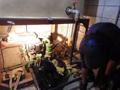 加圧給水ポンプ 取り外し作業 交換 老朽化 神戸市 トラブラン