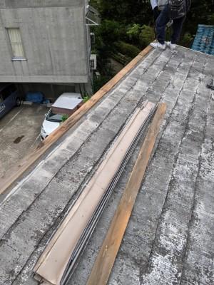 屋根修繕 カバー工法 作業中 台風対策 神戸市 長田区 トラブラン