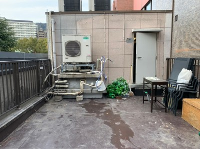 店舗 屋上 水漏れ 雨漏り 防水工事 作業前 トラブラン 神戸市